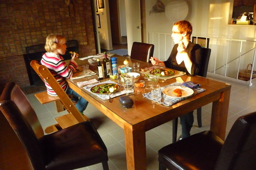 Sharing_dinner_with_michelle_and_the_kids
