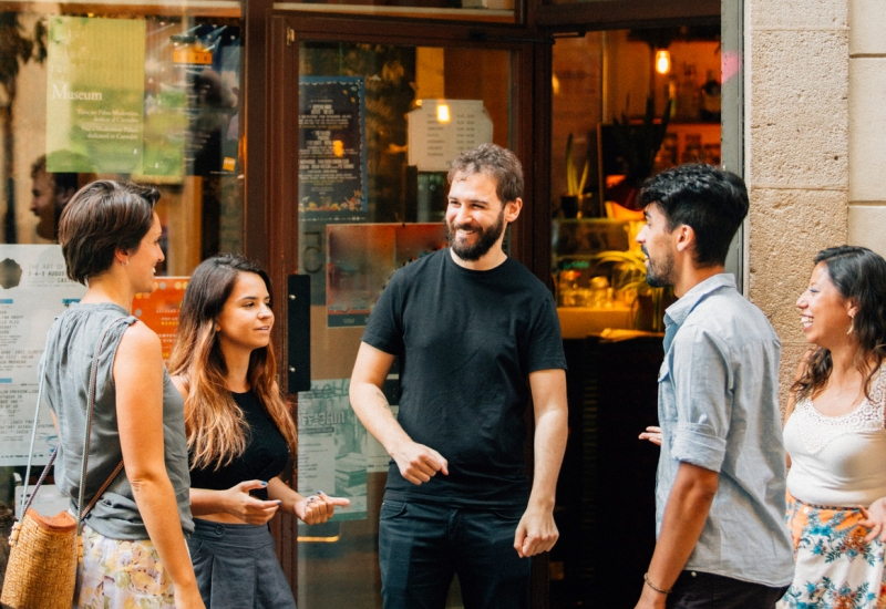 Guests talk on the street during Arthur & Alice's Airbnb experience Barcelona Social Spirit